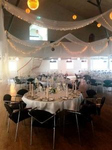 bryllup og fest oppyntning i salen